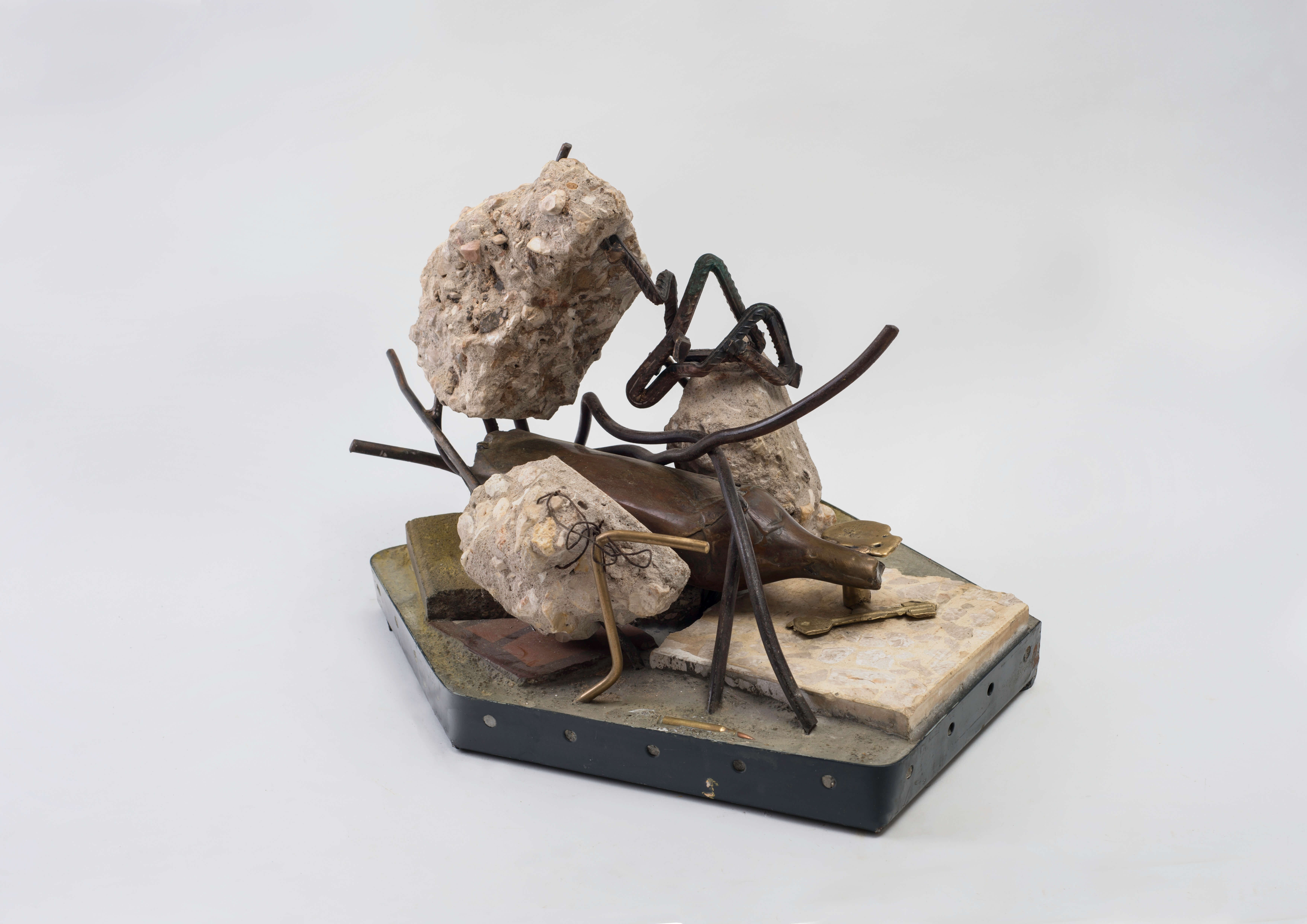 1231_Drora Dominey, Scorpion, 2015, Bronze, iron, concrete and buildings debris, 27x32x40 cm-6946x4912