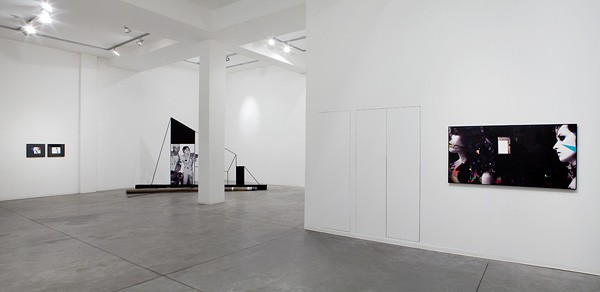 734_Lothar Hempel, Songs for the Blind Exhibition View 07-600x292