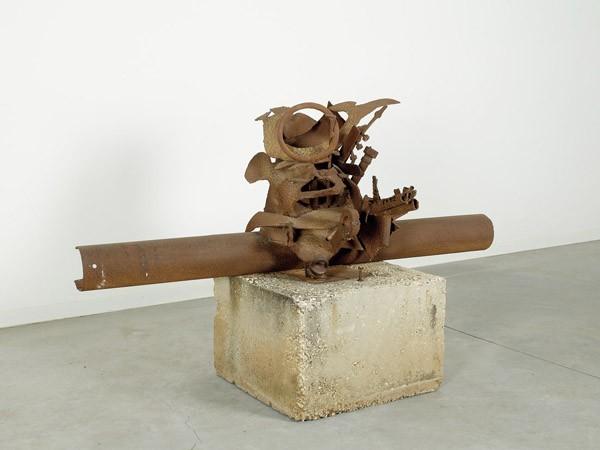 382_Igael Tumarkin Warrior Iron and Stone 102 cm