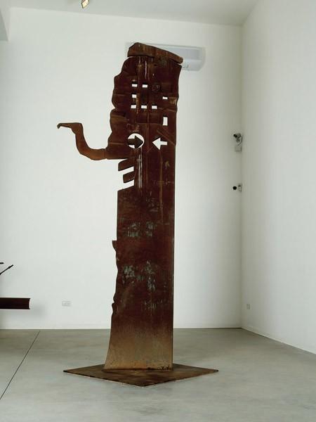 380_Igael Tumarkin Totem Steel 312 cm