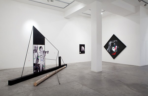 710_Lothar Hempel, Songs for the Blind Exhibition View 01-600x392